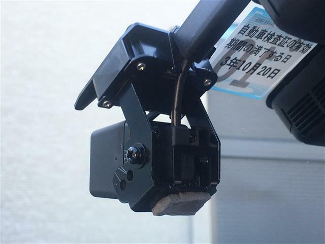 ノーマル/S/ S+モード/電動テレスコピック&チルトハンドル/革巻きステアリング/ステアスイッチ/オートワイパー/AUTO防眩ミラー/後退時連動サイドミラー/LEDオートライト