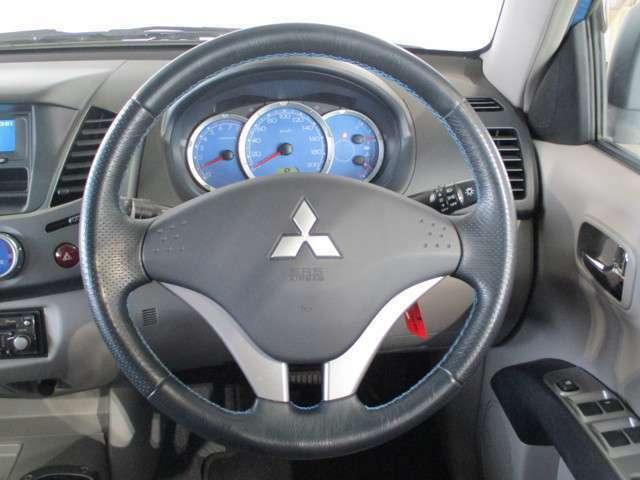 運転席/助手席エアバック付き 革巻きステアリング
