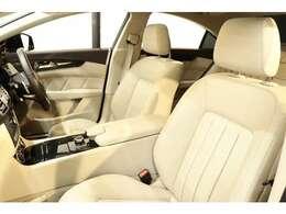 内装には上質でお洒落なマキアートベージュレザーシートを設定!メモリー機能付きパワーシート、全席シートヒーター、ランバーサポートなど多機能設計でカーライフをサポートします!