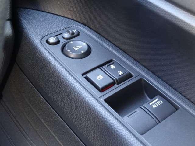 電動格納ミラー・運転席・助手席にはパワーウインド付きです♪