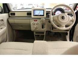 「L」には、アイドリングストップ中に一定時間冷たい風を送り出して車内を快適な温度に保つエコクールが搭載されています。