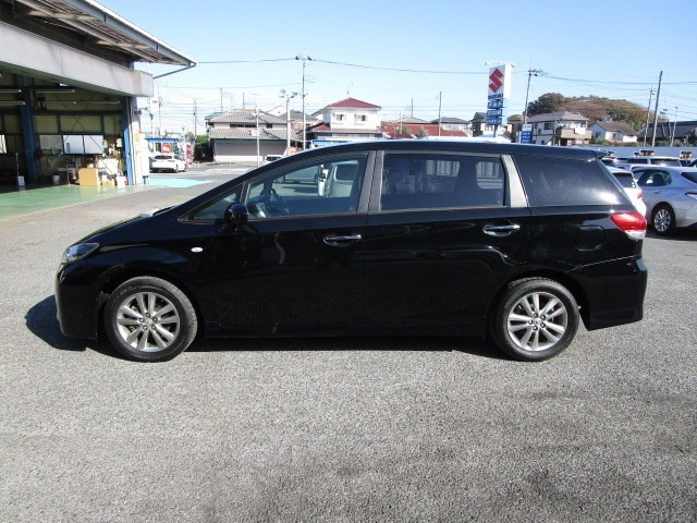 人気のブラック お買い得3列シートの7人乗りです。