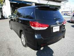 ウィッシュの左リヤビュー UV&プライバシーガラスで、車内の紫外線&プライバシーをシャットアウト