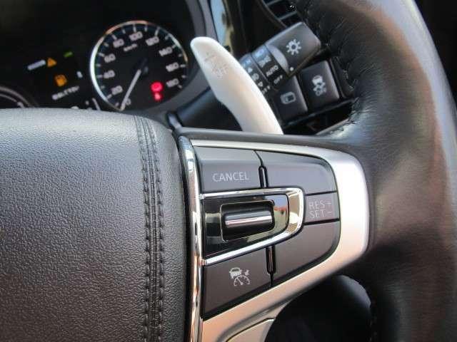 高速道路で活躍しますレーダークルーズコントロール機能!!車間距離を一定に保ち前走車両に追従走行します。