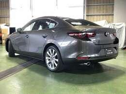 Mazda3のセダンは「紳士・淑女」をイメージし、大人で落ち着いた佇まいが世代を超えて人気です♪