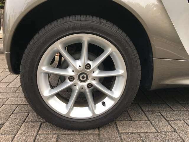 後輪ホイールも綺麗な状態です。タイヤの山も十分あります。