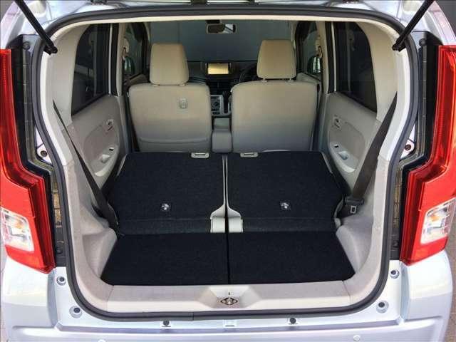 シートを倒せば広い荷室が出現、普通車もびっくりの収納スペースが確保出来ます。使用感が薄く、綺麗で清潔なトランクです★☆★☆★