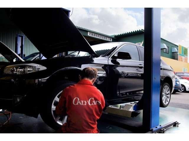 欧州車の整備にも精通した整備スタッフは全員国家資格保有者です。様々な高級輸入車に精通し、もちろん国産車の経験も豊富。ありとあらゆる整備をバッチリこなします。