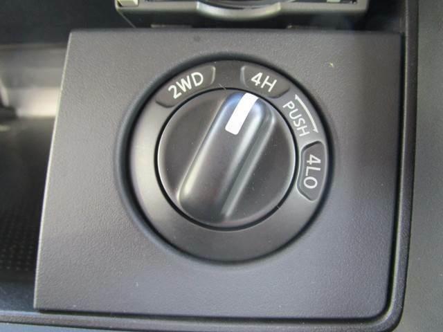 切替式4WDですので道路状況に応じて変更できます!夏場は2WDで燃費良く、冬場は4WDでパワフルに!