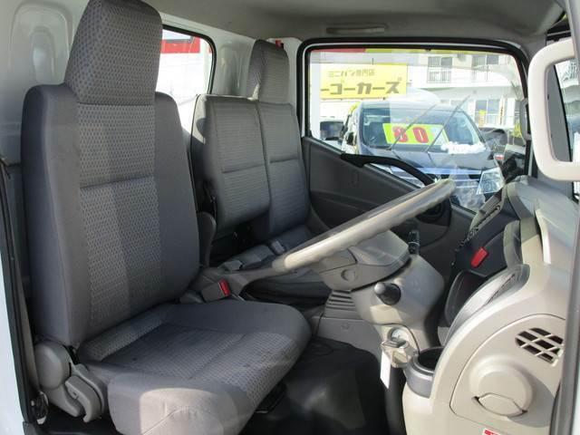 収納スペースやシートのリクライニングなど、キャビンの居住性には細かな配慮が施されています。