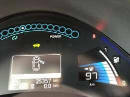 走行距離は約26000kmです☆スピードメーターは先進感あふれるデジタルとなっています☆