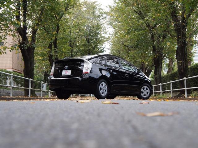 ご訪問いただき有難うございます、桜自動車 加藤と申します。輸入車販売22年、神経質で車好きの私が第六感まで研ぎ澄まし<走行距離と品質>にこだわり仕入れを行っております。