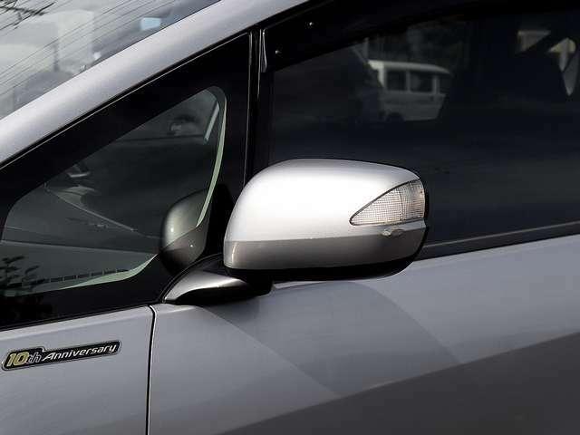 【ウィンカーミラー】ウィンカーミラーは、車両幅方向においてもっとも外側にレイアウトされるのため、ウィンカーが第三者が視認しやすい位置にあり、安全性が高まります。