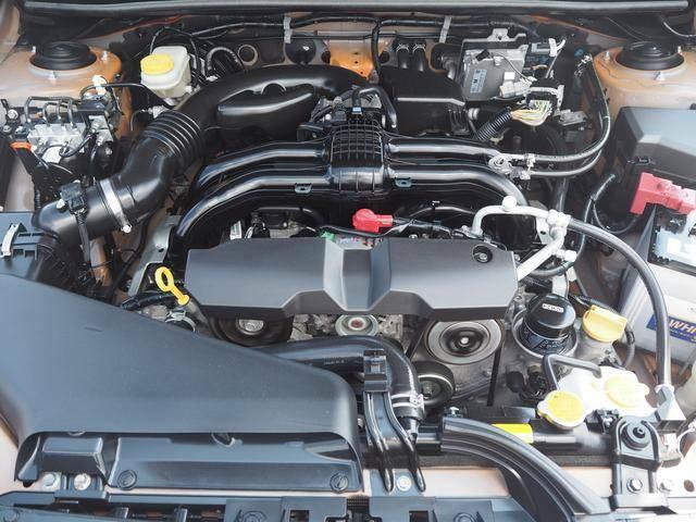 水平対向4気筒2.0Lエンジン。