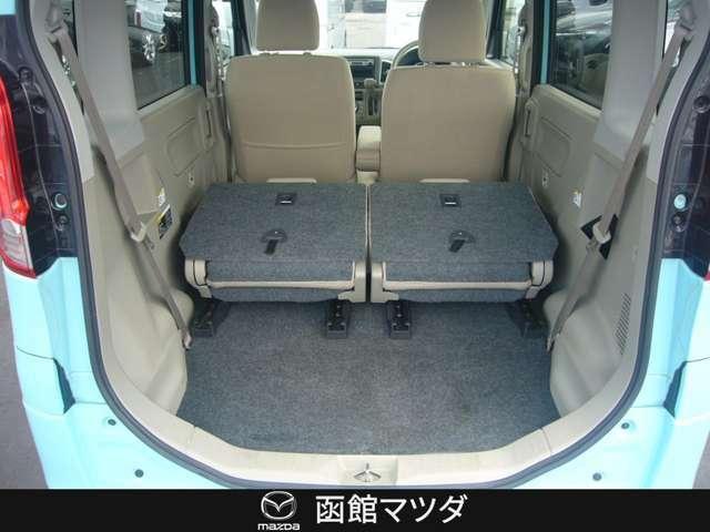 左右のシートを倒せば広い荷室の完成☆大きな荷物なども楽々積載で多趣味な方にもおすすめ☆