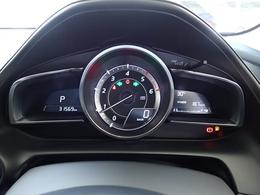 センタータコメーターにデジタルの速度計。ドライバーの心をワクワクさせるカッコいいメーター周り。