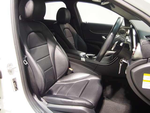 高級感あるレザーアルティコシート。メルセデスのシートはクッション性が非常に高く、快適な乗り心地をオーナー様にご提供いたします。