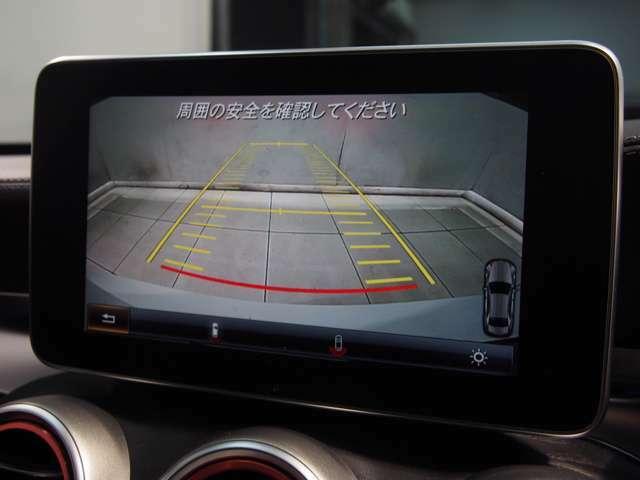 パークトロニックセンサーと舵角センサー付きの純正バックカメラは非常に使い勝手が良く、駐車も安心して行う事が出来ます。また、並列、縦列ともに対応のアクティブパーキングアシストが備わっております。