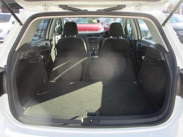 6:4分割シートのどちらのシートも倒すとこれだけの空間が広がり大きな荷物も積み込めますね。