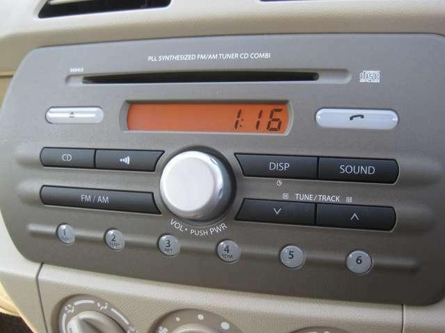 ★ オーディオにはライン装着のCDプレーヤー。お好みに応じたオーディオやナビを取付ける事も可能です!