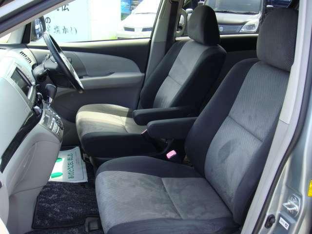 助手席も使用感が少なく綺麗な状態です!
