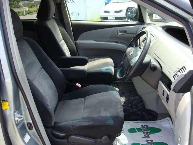 コゲ穴や破れもなく綺麗な運転席!もちろん嫌なニオイもありません!