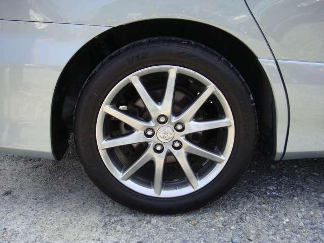 目立つガリ傷もなく綺麗な18インチアルミホイール!タイヤの残り溝も十分あります!