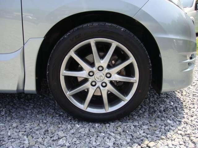 目立つガリ傷もなく綺麗な18インチアルミホイール!タイヤの残り溝は十分あります!
