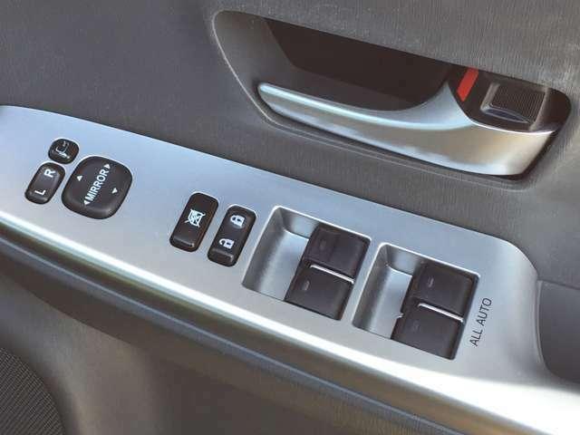 【パワーウィンドウ】ボタンもしっかり機能して、快適ドライブ