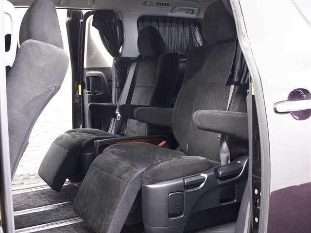 人気の特別仕様車専用7人乗りシート!使用感無く綺麗な死―tとなっております!