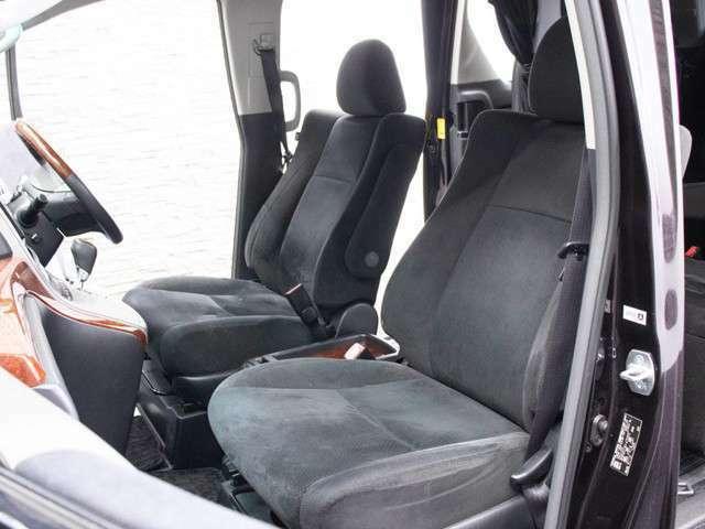運転席は広々しており、窮屈さを感じさせません!