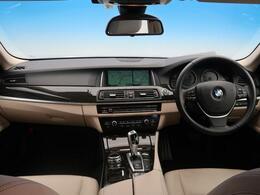 BMWラグジュアリーセダンの5シリーズ。高級さとスポーツさを兼ね備えた一台です♪