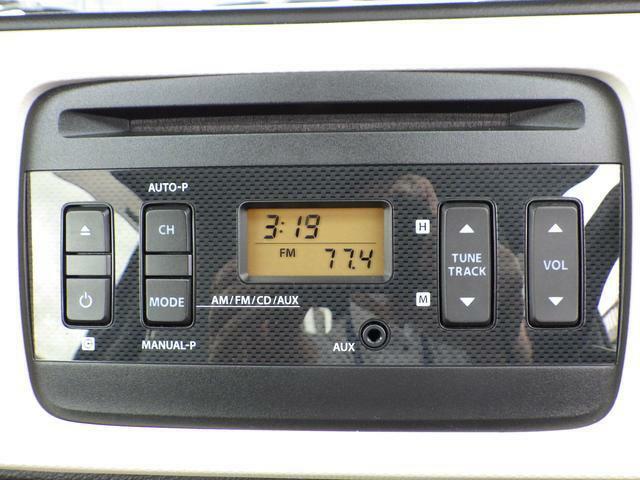 FM・AMラジオ付CDプレーヤー装備です。操作が簡単で使いやすいモデルなので皆様に好評です。