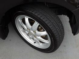 タイヤの溝はまだまだ充分です。車両点検渡しですから再度点検で確認致します。
