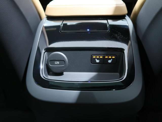 ◆フロント&リアシートヒーター『三段階で強弱の調節が可能なシートヒーティング機能を装備しております。季節によっては欠かすことのできないポイントの高い装備ではないでしょうか。』
