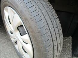タイヤ溝もございますので走行に問題はございません。