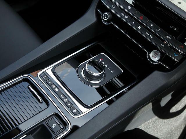 スポーティな走りを生み出す軽量・コンパクト設計のオートマチックトランスミッション。