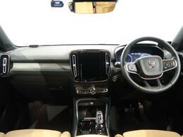 上級グレードのXC40 T4 AWD インスクリプションが入庫!内装のキャメル色のシートにharman/kardonの組み合わさりで室内は高級感のある雰囲気を醸し出します!!