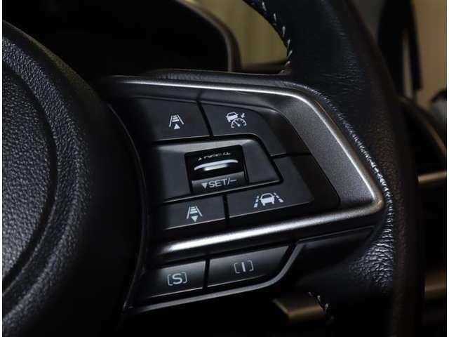 レーダークルーズコントロール 高速道路で前の車を追従してくれるので長時間の運転もサポートしてくれます。