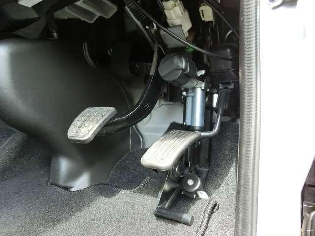 Bプラン画像:スライドドアが開いている状態で車両が走行しないようにアクセルペダルを固定器具でロックする装置(アクセルインターロック)を取付しませんか?スライドドアと連動なので操作は不要です。是非、ご検討ください。