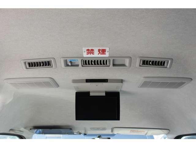 純正後席モニター(V11T-R62C)が装備されています。