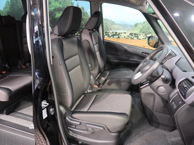 【運転席】運転席は視点が高いので、女性の方も運転がしやすいと思いますよ!