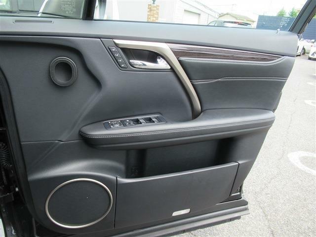 ドアポケットには収納スペースがあります。