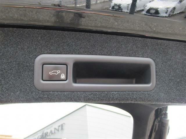 ボタン一つで開閉可能です。