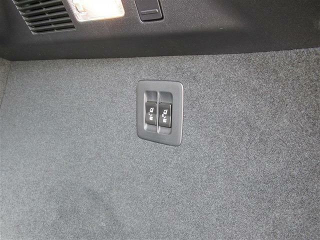 トランクルームからも後部座席を可倒できます。