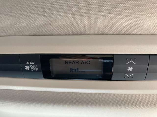 リアエアコン 後部座席でも室温や風量の調整が可能です