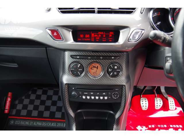 エアコン操作はオートです。オーディオは純正で、FMラジオ、AUX、CDです。