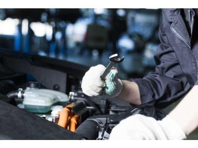 Aプラン画像:提携の工場にて点検整備を行います。エンジンオイル・オイルフィルターの交換はもちろんの事、ワイパーラバーやブレーキパットが規定以下なら新品に交換させて頂きます。ご納車時には点検記録簿もお渡し致します。