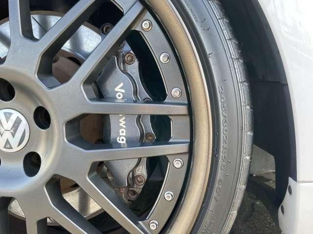 フロントブレーキには6potビッグキャリパー&ビッグローターを装着!