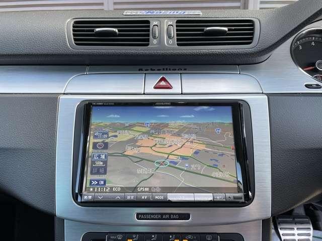 アルパイン8インチHDDナビ装備!BluetoothオーディオやフルセグTVなどメディアも充実しております!